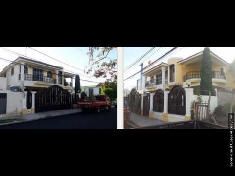 vendo casa de dos niveles en don simon santiago