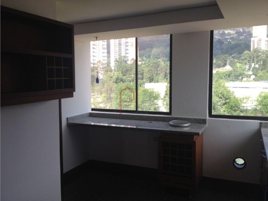 se vende apartamento duplex en el los balsos medellin