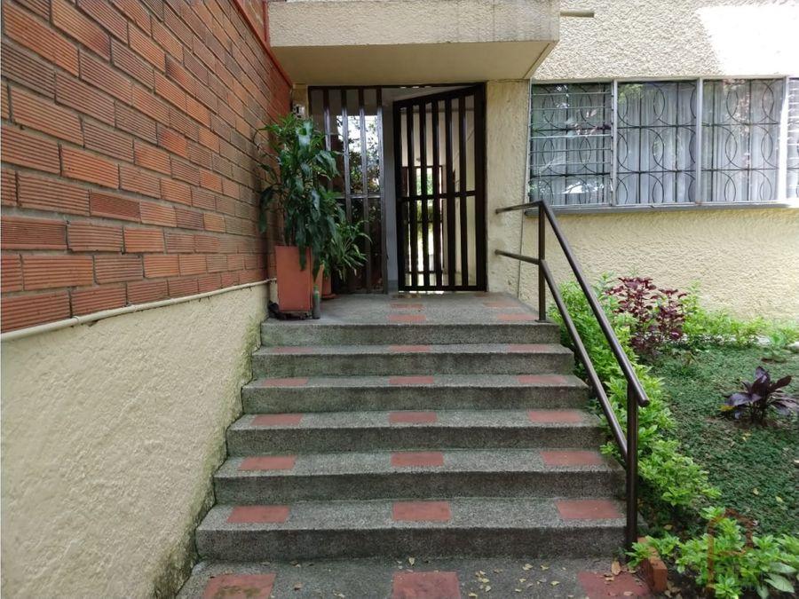 se vende apartamento en santa monica medellin