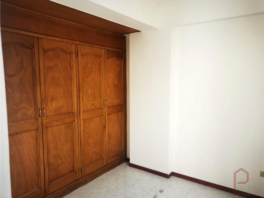 se vende apartamento en laureles castellana medellin