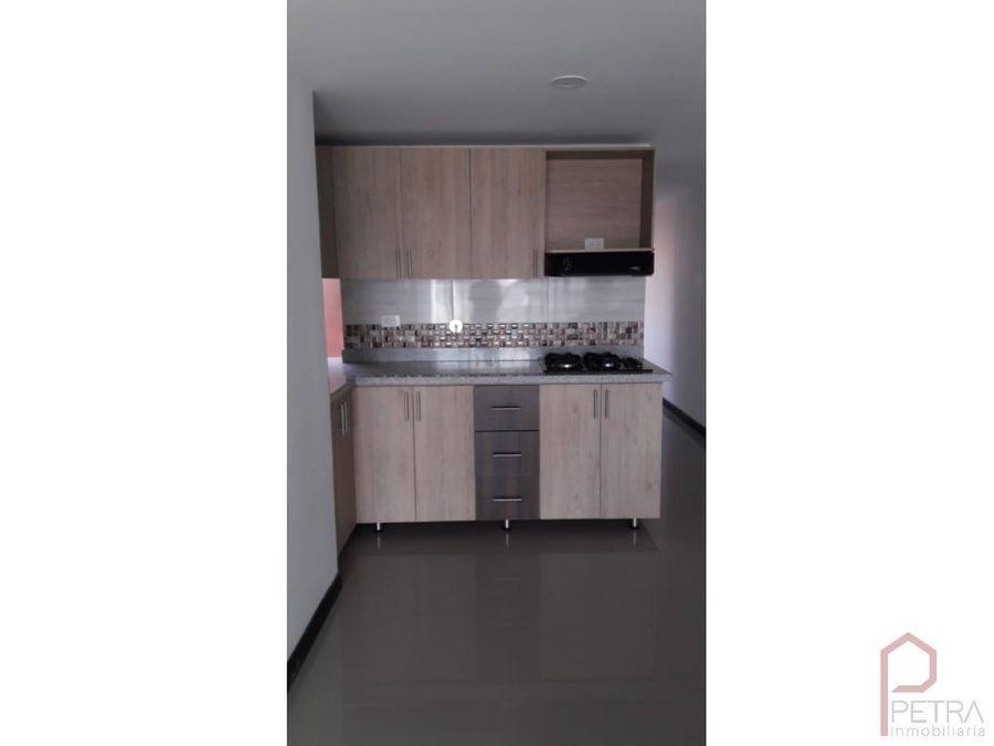 se vende apartamento duplex en laureles medellin