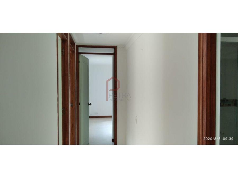 se arrienda apartamento en la loma de los bernal