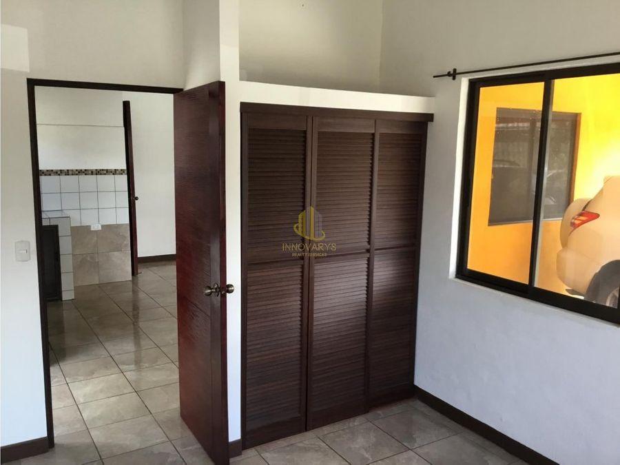 venta de propiedad con 3 casas lindora santa ana