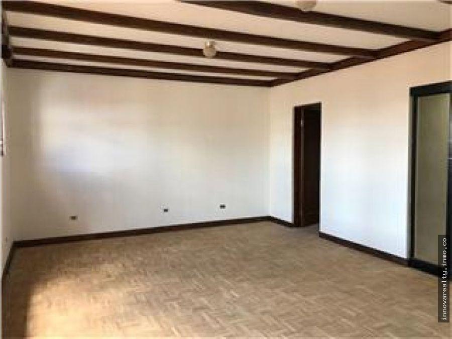 alquiler de amplia casa independiente escazu