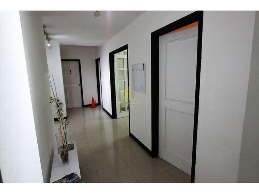 alquiler de oficina de 30 m2 en edificio en escazu