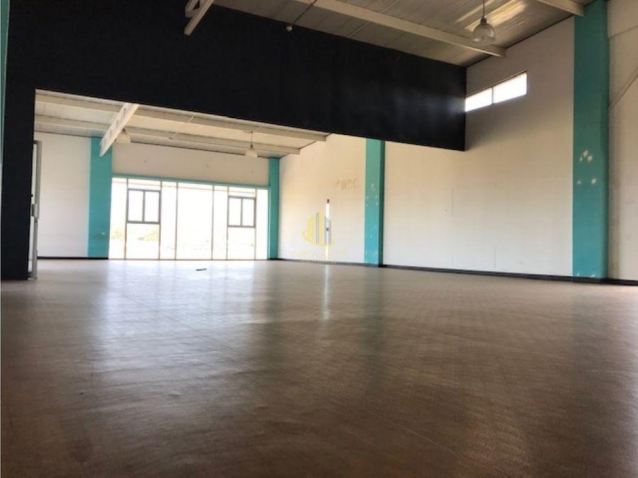 alquiler local oficina 210 m2 en momentum escazu