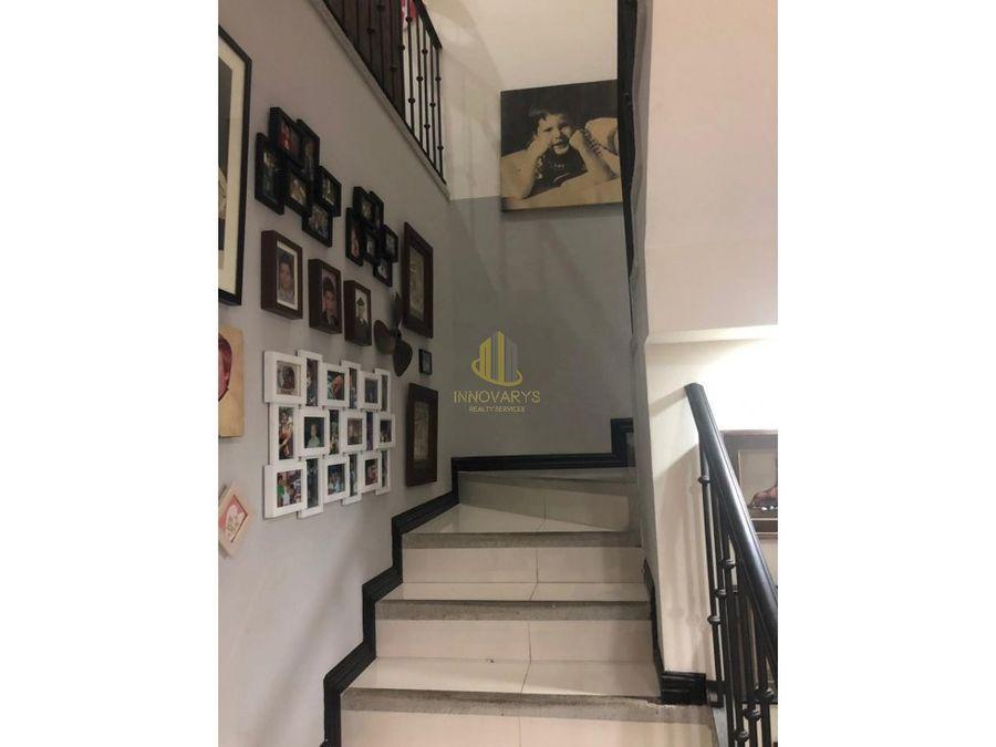 alquiler de casa de tres hab en condominio rio oro santa ana