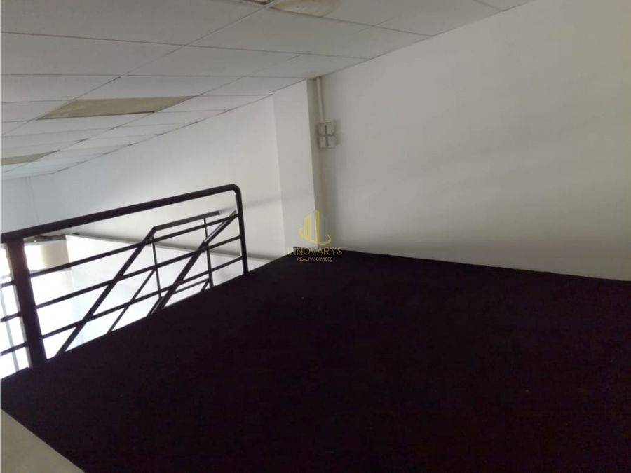 alquiler de local de 77 m2 en plaza comercial en rohrmoser