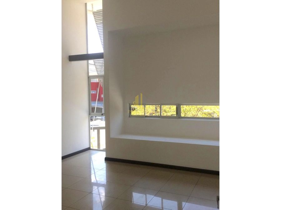 casa con cuarto de servicio en alquiler condominio en brasil de mora