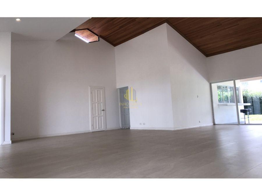 casa remodelada de una planta en venta en valle del sol santa ana
