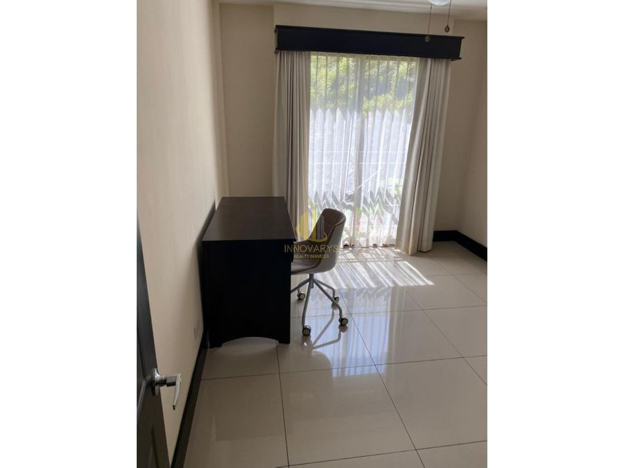 apartamento de 3 cuartos semi amueblado en brasil de santa ana