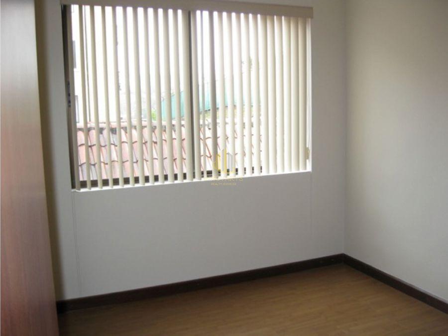 apartamento de dos habitaciones en alquiler condado del palacio