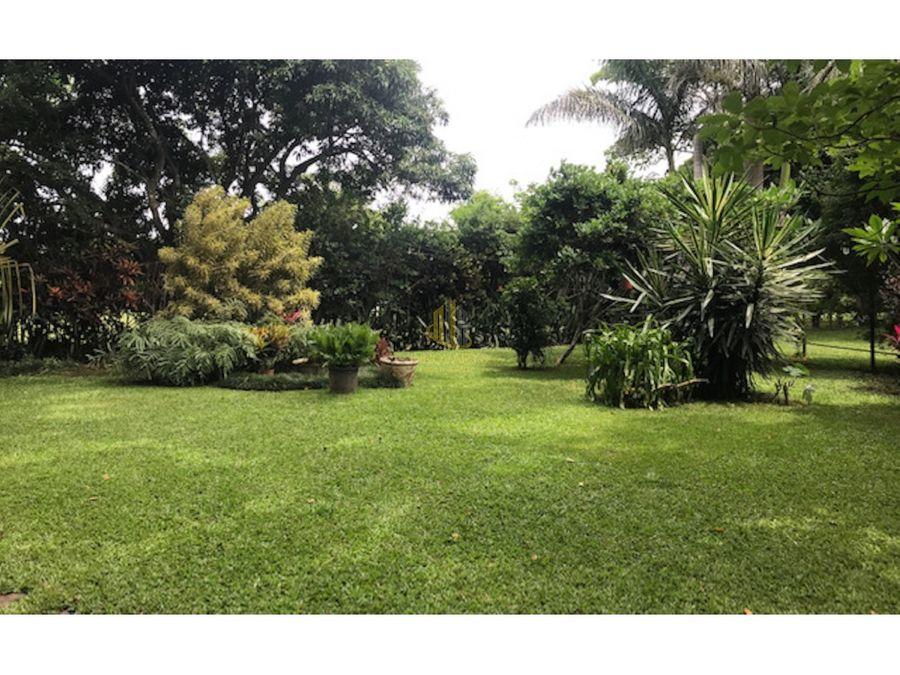 casa de una planta con terreno de 3830 m2 brasil de santa ana