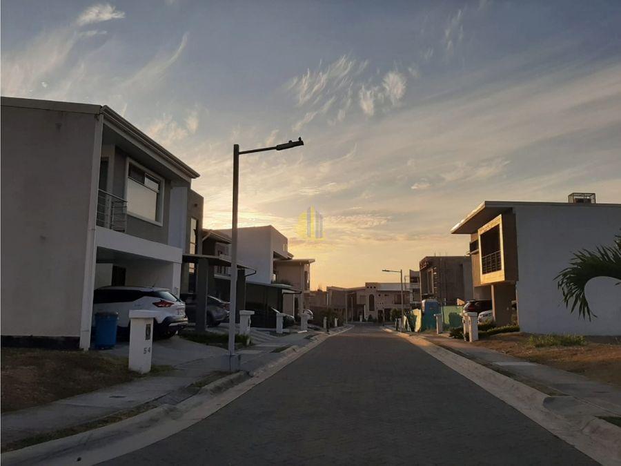 venta de lote de 165m2 en condominio lusso en santa ana