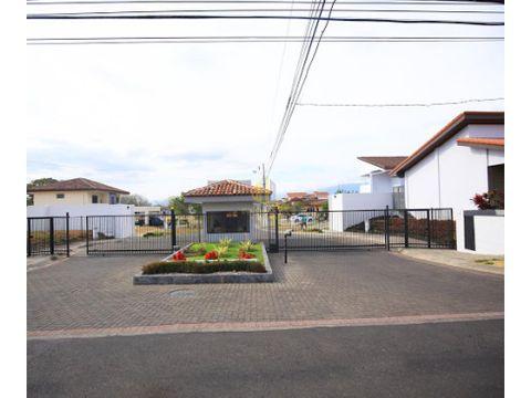 venta de lote de 563m2 en condominio los castillos en la guacima