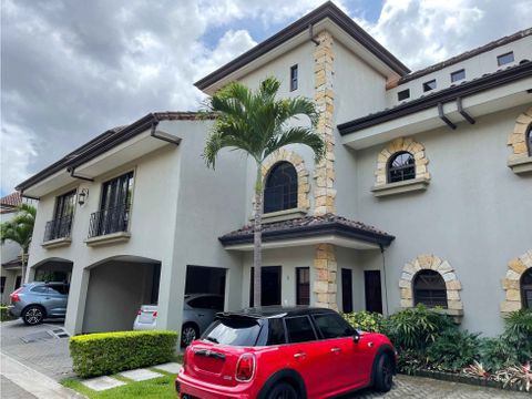venta de casa de 4 habitaciones en condominio en los laureles escazu
