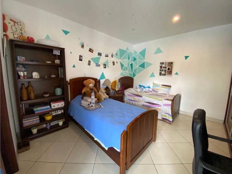 venta de casa de 3 cuartos en condominio en escazu
