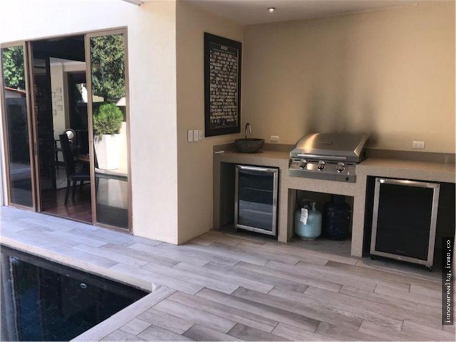 venta de casa con piscina santa ana