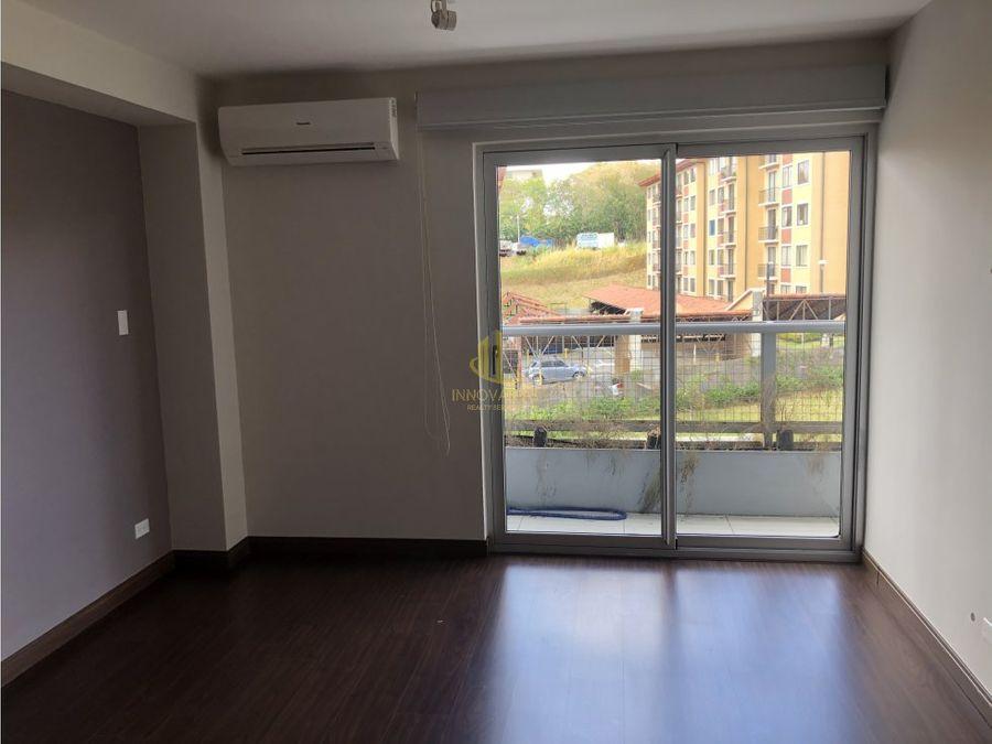 venta de apartamento 2 cuartos en torre en la uruca