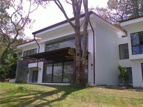 casa contemporanea en condominio a la venta piedades santa ana