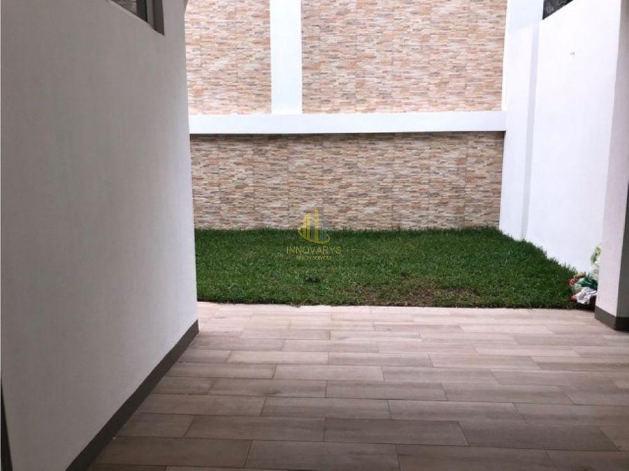 casa en condominio en alquiler tres habitaciones brasil de mora