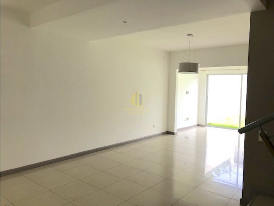 condominio 3 cuartos y 4 parqueos brasil de mora