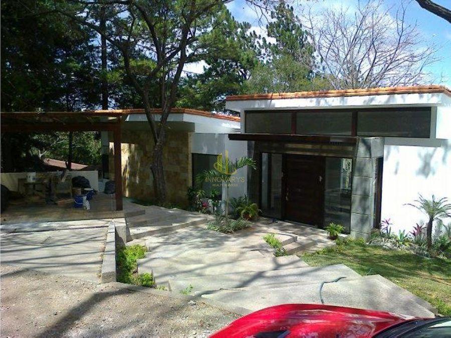 alquiler casa contemporanea condominio de montana piedades santa ana