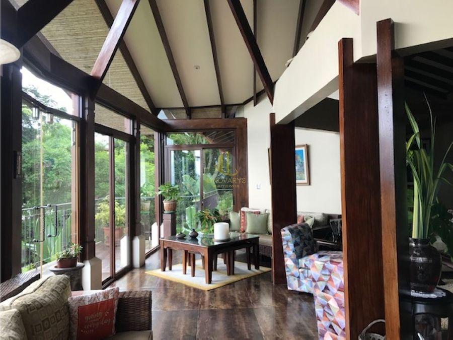 casa con vista espectacular en condominio de montana piedades