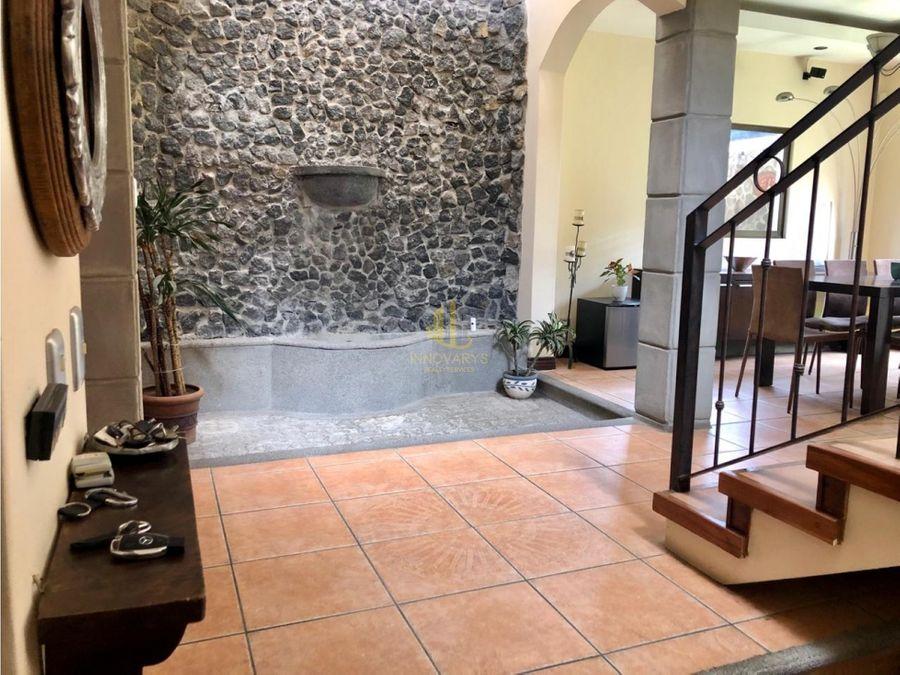 en venta casa con piscina propia en condominio santa ana