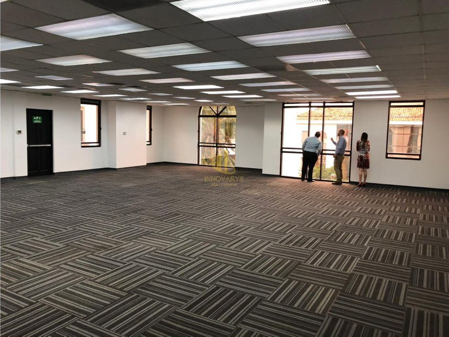alquiler de oficina de 166 m2 en forum 1