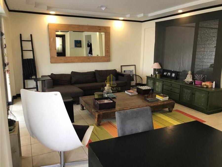 alquiler de casa de 4 cuartos en condominio en escazu