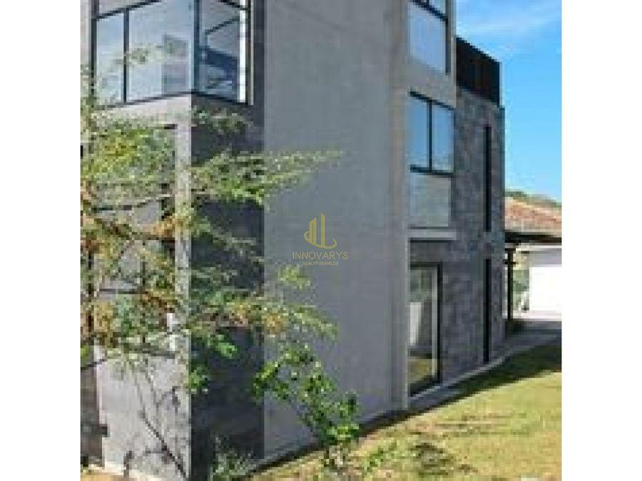 loft de tres niveles a la venta en condominio piedades de santa ana