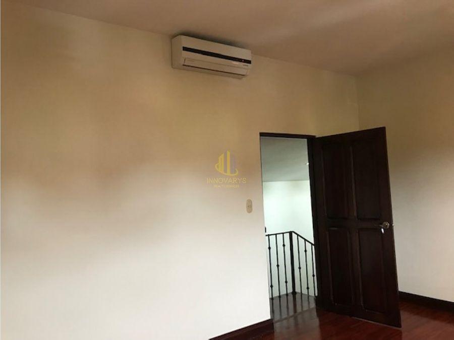 alquiler de casa en condominio laureles escazu