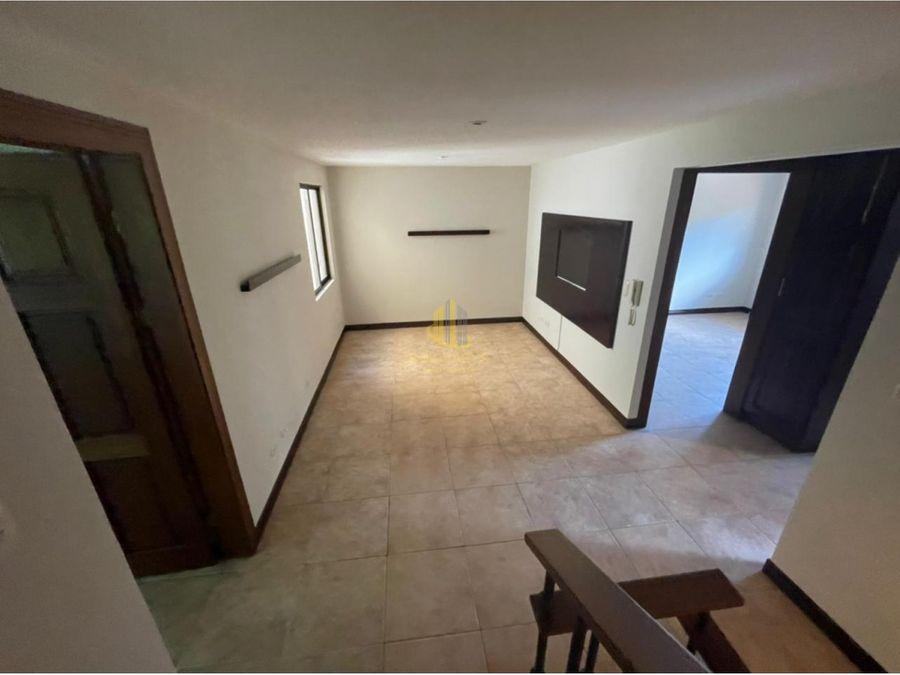casa con finos acabados en condominio lindora