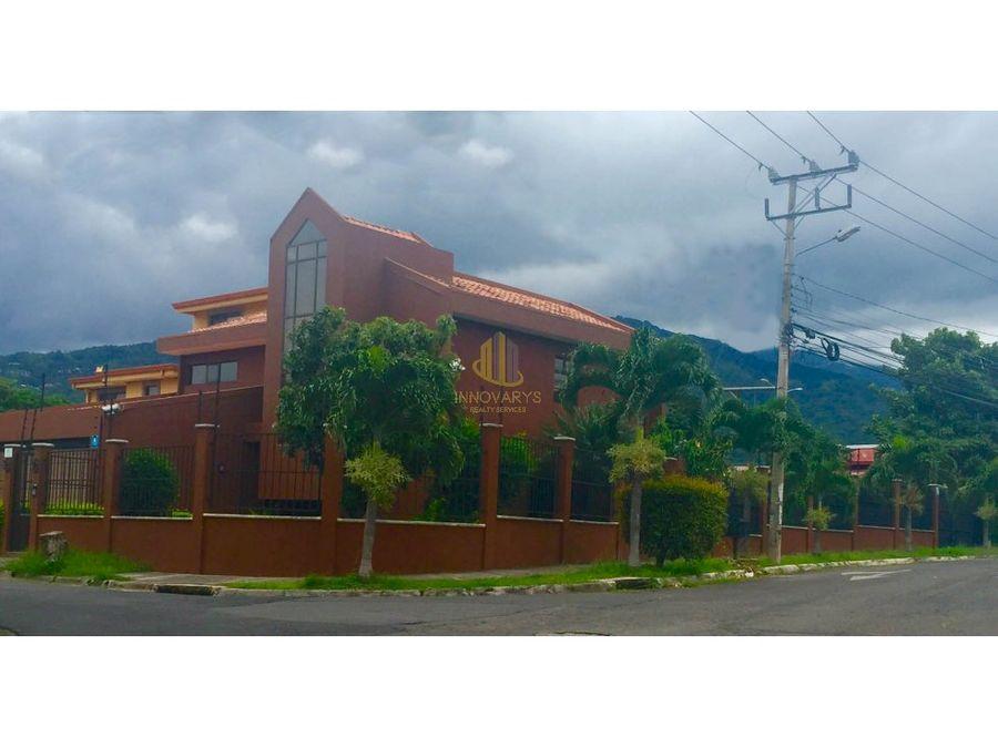 venta de amplia casa independiente en pozos de santa ana