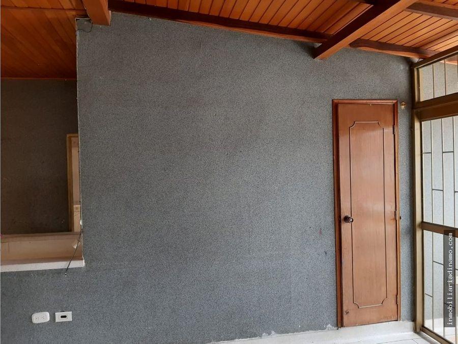 se vende casa esquinera bosques de pinares armenia