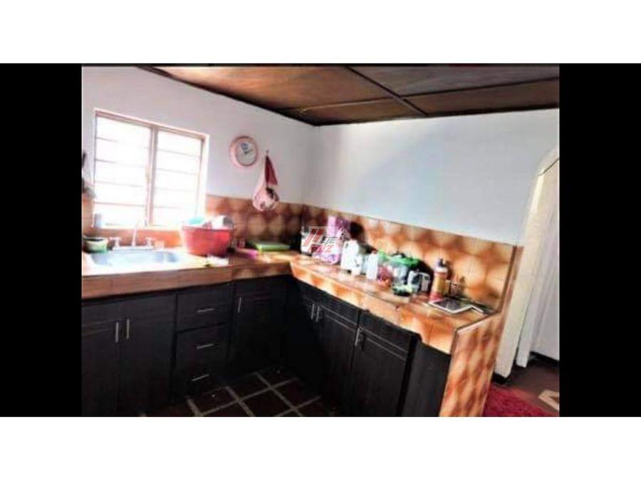 se vende casa esquinera sector villamaria