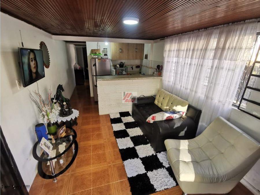 se vende casa con renta sector la carola
