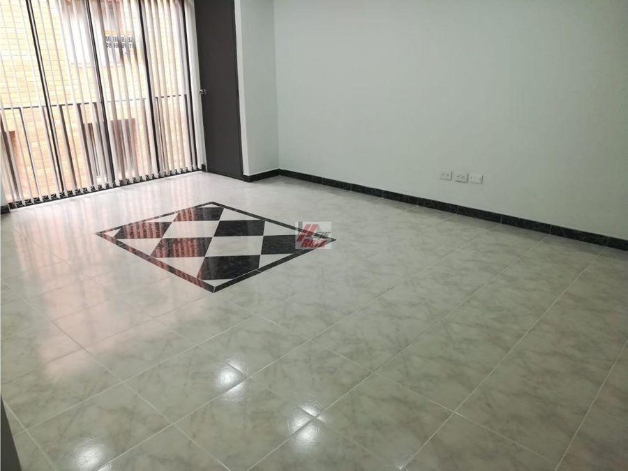 se arrienda apartaestudio grande con espacios divididos sector centro