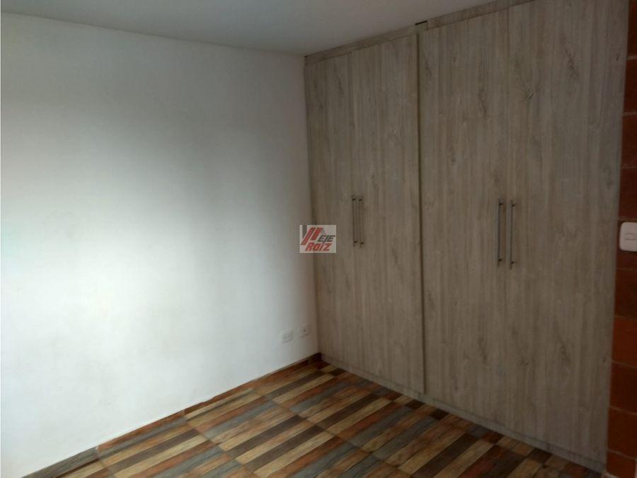 se vende apartaestudio con espacios divididos sector la linda
