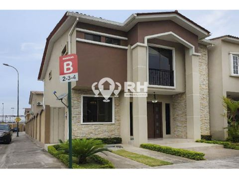 casa modelo brillante en venta en urbanizacion orocity machala jpaa