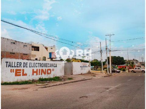 terreno esquinero por el parque centenario en machala 751