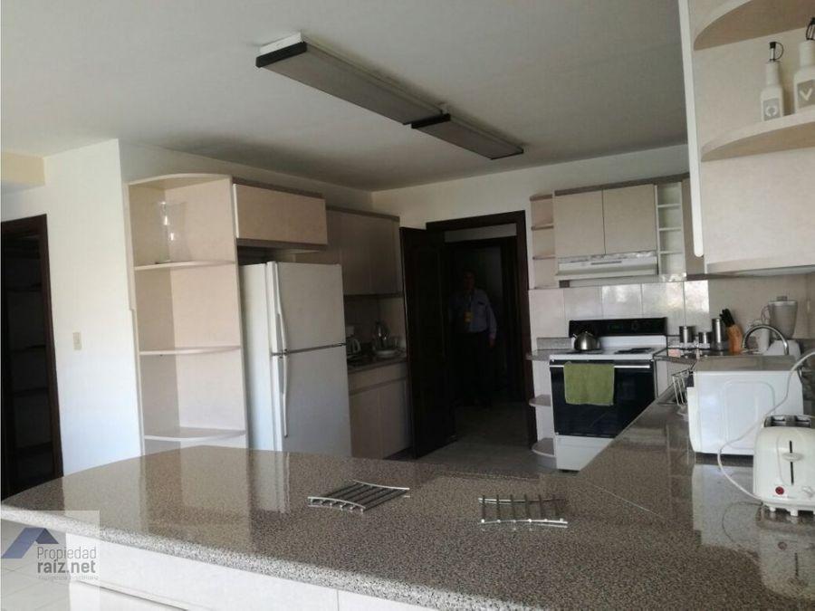 vendo amplio apartamento en zona 14 d