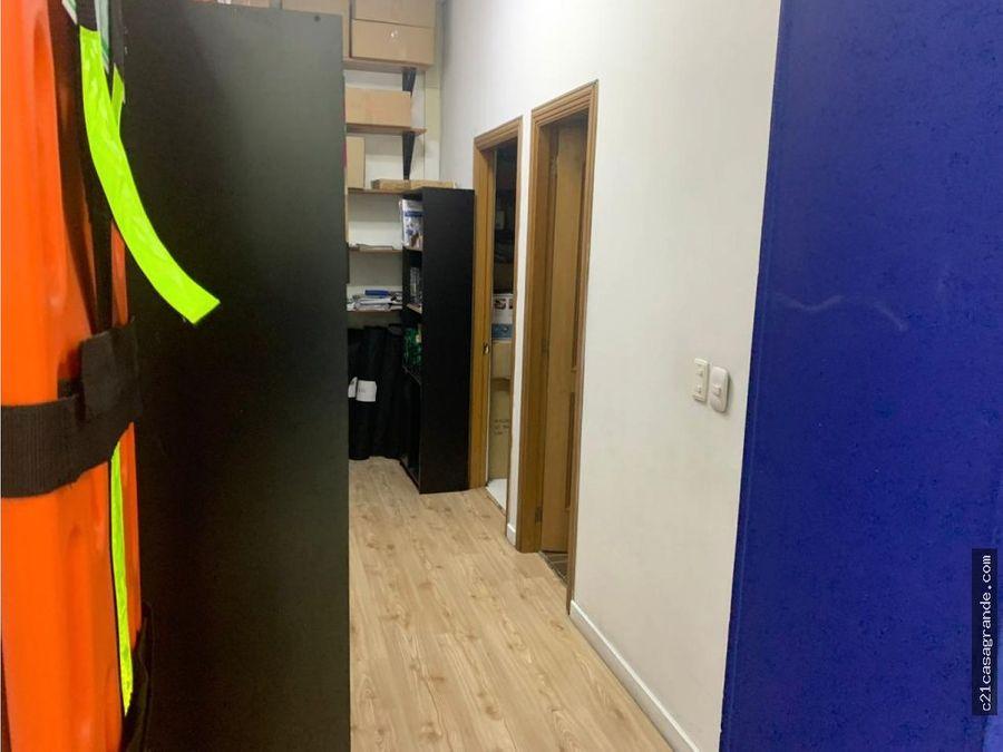 amplias oficinas en chico en piso 1 con divisiones