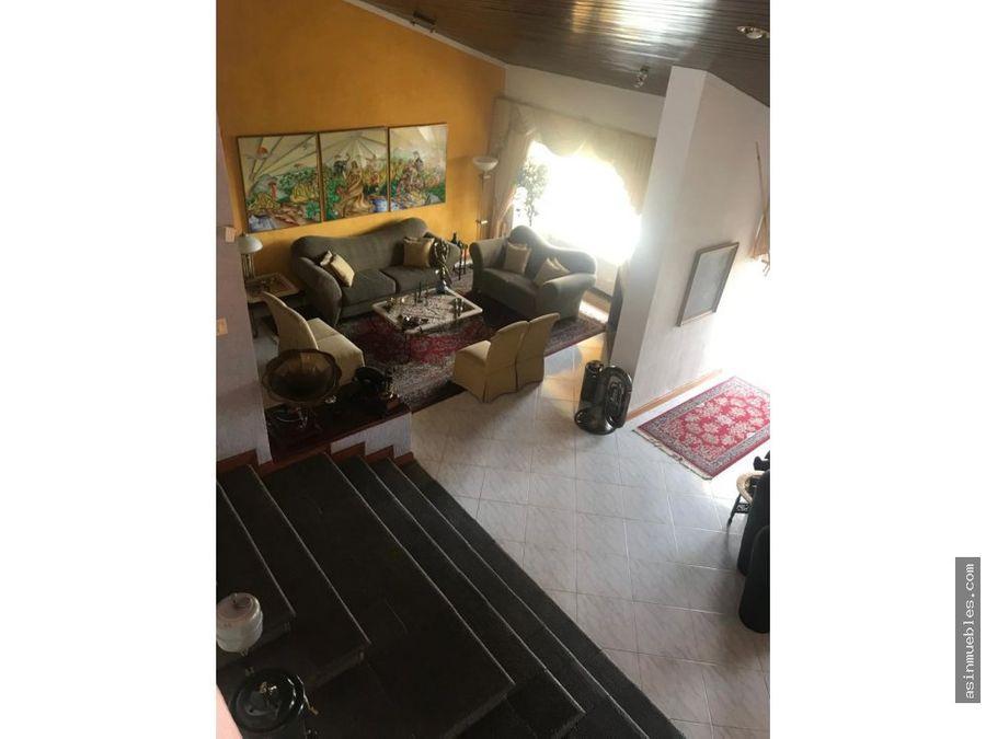 casa en montebello de 5 habitaciones