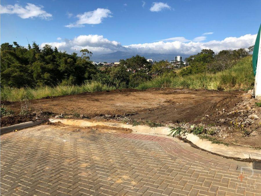 terreno en condominio plano y listo para construir