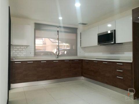 amplia casa moderna en condominio con 3 hab