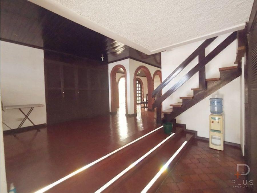amplia casa con uso comercial en venta en escazu
