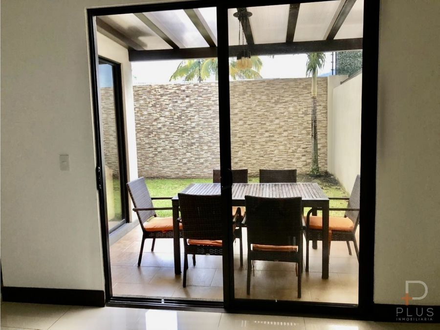casa en venta en santa ana con patio en parques del sol am101