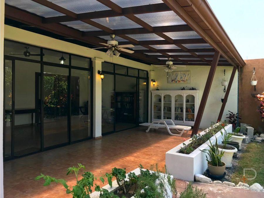 casa de 1 planta con gigante patio y terraza